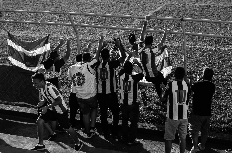 Fotos das torcidas em Nacional x Portuguesa Santista