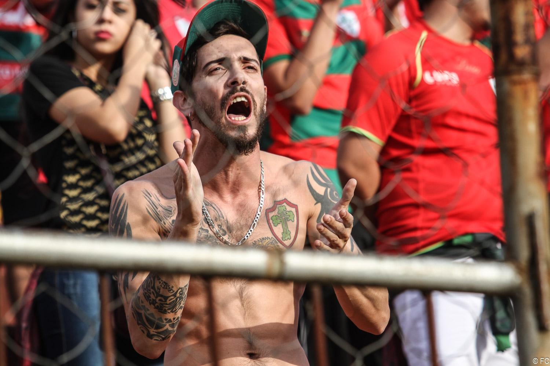 Fotos das torcidas em Portuguesa x Juventus